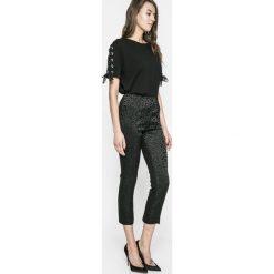 Guess Jeans - Legginsy Mariette. Niebieskie jegginsy damskie marki Guess Jeans, z obniżonym stanem. W wyprzedaży za 269,90 zł.