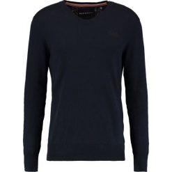 Swetry klasyczne męskie: Superdry ORANGE LABEL VEE Sweter midnight