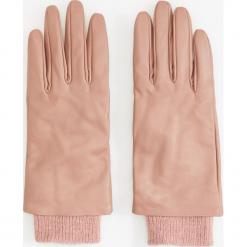 Skórzane rękawiczki - Różowy. Czerwone rękawiczki damskie marki Reserved. Za 99,99 zł.