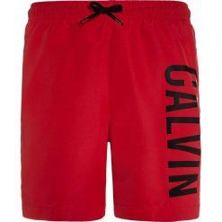 Calvin Klein Swimwear MEDIUM DRAWSTRING PRINT Szorty kąpielowe salsa. Czerwone kąpielówki chłopięce Calvin Klein Swimwear, z materiału. Za 189,00 zł.