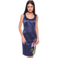 Sukienki: Granatowa sukienka z kwiatem BIALCON