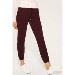 Dresowe joggery - Bordowy. Szare spodnie dresowe damskie marki New Balance, xs, z dresówki. Za 59,99 zł.