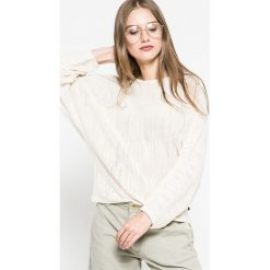 Wrangler - Sweter. Szare swetry klasyczne damskie Wrangler, l, z bawełny, z okrągłym kołnierzem. W wyprzedaży za 99,90 zł.