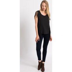 Review - Jeansy. Szare jeansy damskie marki Review, l, z tkaniny, z okrągłym kołnierzem. W wyprzedaży za 119,90 zł.