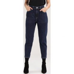 Boyfriendy damskie: Topshop Petite MOM  Jeansy Relaxed Fit blue