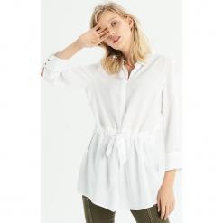 Koszula z wiązaniem w talii - Biały. Białe koszule damskie Sinsay, l. Za 59,99 zł.