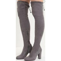 Ciemnoszare Kozaki Fall Out of Love. Szare buty zimowe damskie marki Born2be, z materiału, za kolano, na wysokim obcasie, na słupku. Za 139,99 zł.