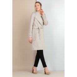 Płaszcze damskie: Elegancki płaszcz z paskiem