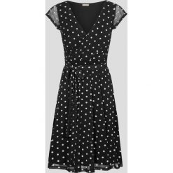 Sukienki hiszpanki: Rozkloszowana sukienka w grochy