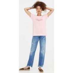 """Różowa koszulka """"I left my heart"""". Czerwone t-shirty damskie Pull&Bear. Za 24,90 zł."""