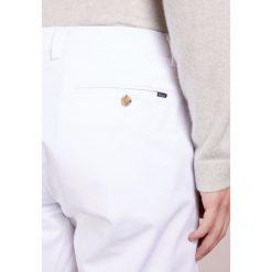 Polo Ralph Lauren Szorty white. Białe szorty męskie Polo Ralph Lauren, z bawełny. W wyprzedaży za 349,30 zł.