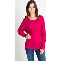 Różowy sweter z ozdobnym splotem QUIOSQUE. Czerwone swetry klasyczne damskie marki QUIOSQUE, na jesień, ze splotem, z okrągłym kołnierzem. W wyprzedaży za 49,99 zł.