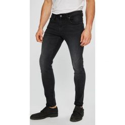 Guess Jeans - Jeansy Chris. Szare jeansy męskie skinny marki Guess Jeans, l, z aplikacjami, z bawełny. Za 399,90 zł.