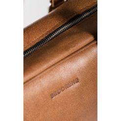 Skórzana miejska torba na ramię jasny brąz. Brązowe torby na ramię męskie marki Brødrene, ze skóry. Za 350,00 zł.