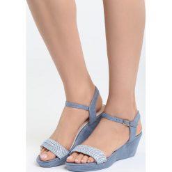 Niebieskie Sandały Next To Me. Niebieskie sandały damskie marki Born2be, z materiału, na koturnie. Za 69,99 zł.