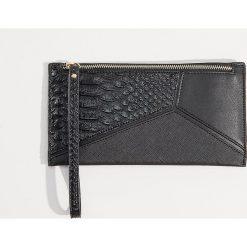 Portfel z wytłoczonym wzorem - Czarny. Czarne portfele damskie marki Mohito. Za 39,99 zł.