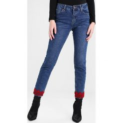 New Look EMBROIDERED Jeansy Slim Fit rinse. Czarne jeansy damskie relaxed fit marki New Look, z materiału, na obcasie. Za 149,00 zł.