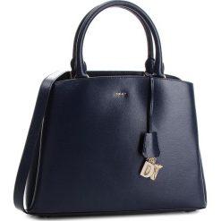 Torebka DKNY - Paige Lg Satchel R81D3326 Navy NVY. Niebieskie torebki klasyczne damskie DKNY, ze skóry. Za 1399,00 zł.