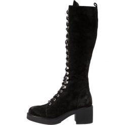 Janet Sport Kozaki na platformie elena black. Czarne buty zimowe damskie marki Kazar, z futra, przed kolano, na wysokim obcasie, na koturnie. Za 1049,00 zł.