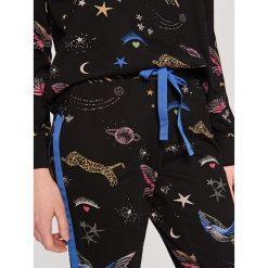 Piżamy damskie: Piżama w kosmiczny wzór – Czarny