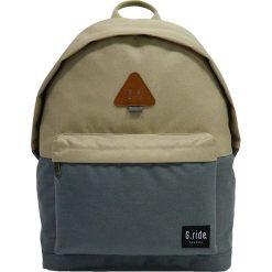 Plecaki męskie: Plecak w kolorze oliwkowo-szarym – 29 x 40 x 14 cm