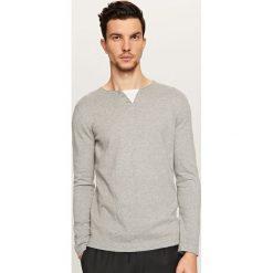 Swetry klasyczne męskie: Sweter z dekoltem na guziki – Jasny szar