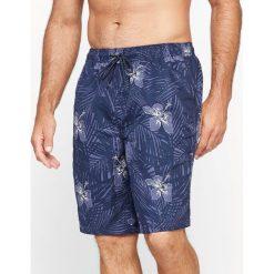 Bokserki kąpielowe z materiału z nadrukiem w palmy. Czarne kąpielówki męskie marki CASTALUNA FOR MEN, z elastanu. Za 122,81 zł.
