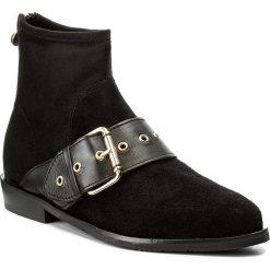 Botki TOMMY HILFIGER - Gigi Hadid Flat Boot FW0FW02202  Black 990. Czarne botki damskie na obcasie marki TOMMY HILFIGER, z materiału, eleganckie, ze szpiczastym noskiem, za kostkę, z paskami. W wyprzedaży za 419,00 zł.