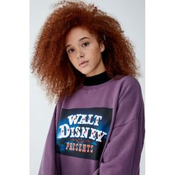 Fioletowa bluza Walt Disney Dumbo. Fioletowe bluzy damskie Pull&Bear, z motywem z bajki. Za 99,90 zł.