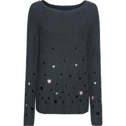 Sweter w serca bonprix antracytowy wzorzysty. Szare swetry klasyczne damskie marki bonprix, z okrągłym kołnierzem. Za 109,99 zł.