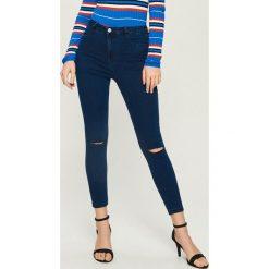 Jeansy skinny z wysokim stanem - Granatowy. Niebieskie spodnie z wysokim stanem Sinsay, z jeansu. Za 49,99 zł.