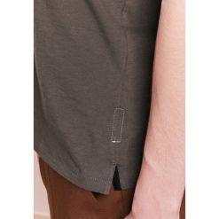 Rag & bone DIAMOND Tshirt z nadrukiem army. Zielone t-shirty męskie z nadrukiem rag & bone, m, z bawełny. Za 439,00 zł.