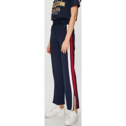 Tommy Jeans - Spodnie. Szare jeansy damskie z wysokim stanem Tommy Jeans. Za 399,90 zł.