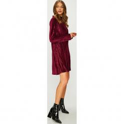 Answear - Sukienka. Szare długie sukienki ANSWEAR, l, z dzianiny, eleganckie, z długim rękawem, plisowane. Za 149,90 zł.