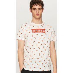 T-shirty męskie z nadrukiem: T-shirt z nadrukiem all over – Kremowy