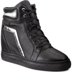 Sneakersy NESSI - 17300 Czarny 411. Czarne sneakersy damskie marki Kazar, z lakierowanej skóry. W wyprzedaży za 269,00 zł.