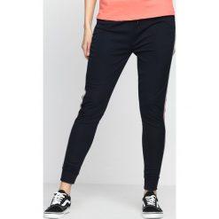 Spodnie damskie: Granatowe Spodnie Dresowe Need Me