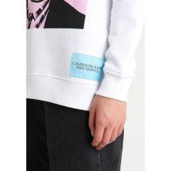 Calvin Klein Jeans Bluza bright white/pink. Białe bluzy damskie Calvin Klein Jeans, m, z bawełny. Za 419,00 zł.