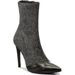 Botki CARINII - B4447/S  E50-000-000-A49. Czarne buty zimowe damskie Carinii, z materiału, na obcasie. W wyprzedaży za 299,00 zł.