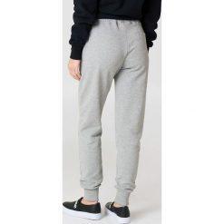 NA-KD Basic Spodnie dresowe basic - Grey. Różowe spodnie z wysokim stanem marki NA-KD Basic, z bawełny. Za 100,95 zł.