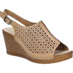 Sandały ażurowe na koturnie Casu BZ23342-1. Brązowe sandały damskie marki Casu, w ażurowe wzory, na koturnie. Za 59,99 zł.