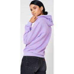 NA-KD Basic Bluza basic z kapturem - Purple. Różowe bluzy rozpinane damskie marki NA-KD Basic, prążkowane. W wyprzedaży za 50,48 zł.