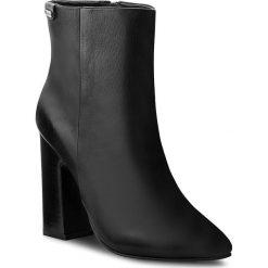 Botki PEPE JEANS - Chesire Bootie PLS50273 Black 999. Czarne botki damskie na obcasie marki Pepe Jeans, z jeansu. W wyprzedaży za 359,00 zł.