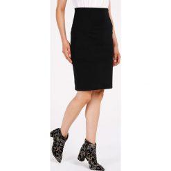 Spódnica - 119-175123 NE. Czarne spódnice wieczorowe Unisono, l, z elastanu, dopasowane. Za 49,00 zł.