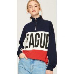 Bluza oversize z kolorowymi panelami - Czerwony. Czerwone bluzy damskie Sinsay, l, w kolorowe wzory. Za 59,99 zł.
