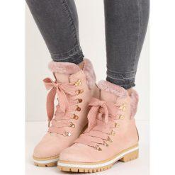 Różowe Traperki Empty Wallet. Czerwone buty zimowe damskie marki Born2be, na płaskiej podeszwie. Za 119,99 zł.