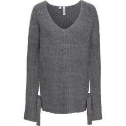 Sweter dzianinowy bonprix szary melanż. Szare swetry klasyczne damskie bonprix, z dzianiny, z dekoltem w serek. Za 59,99 zł.