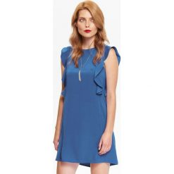 ROZSZERZANA SUKIENKA Z FALBANĄ NA RAMIONACH. Niebieskie sukienki na komunię marki Top Secret, na jesień. Za 99,99 zł.