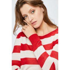 Tommy Jeans - Sweter. Szare swetry klasyczne damskie marki Tommy Jeans, l, z dzianiny, z okrągłym kołnierzem. W wyprzedaży za 279,90 zł.