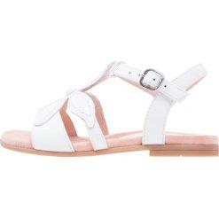 Unisa LEANI Sandały white. Białe sandały chłopięce marki Unisa, z materiału, z otwartym noskiem. W wyprzedaży za 202,30 zł.
